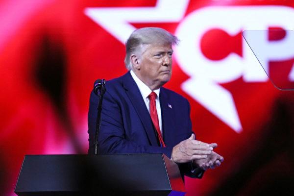 Trump-claps-CPAC-700x420-600x400.jpg