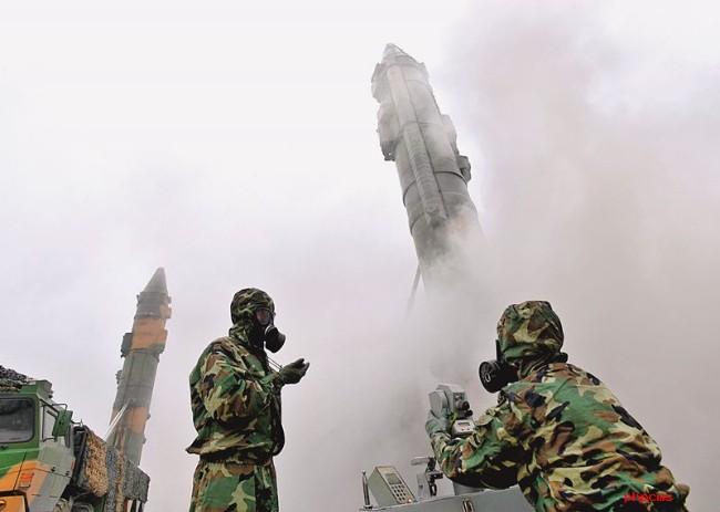 中共火箭军导弹发射演习.jpg