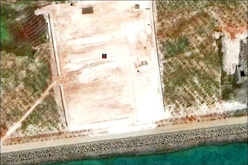 最新的衛星影像顯示渚碧礁有新增土地。(取自網路)