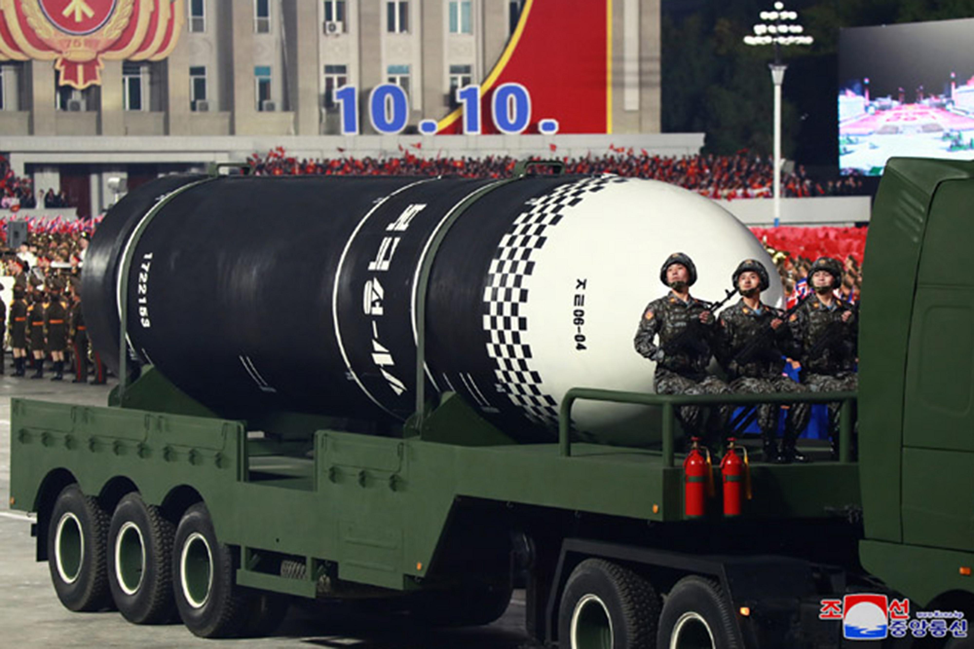 ▲▼北韓於閱兵式公開新型潛射飛彈「北極星4ㅅ」,卻反而痛批南韓預購買核燃料。(圖/達志影像)