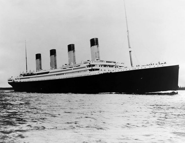 泰坦尼克号是当时世界上最大的远洋邮轮。