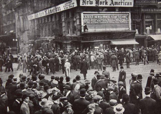 1912年4月,泰坦尼克号沉没的消息抵达纽约。