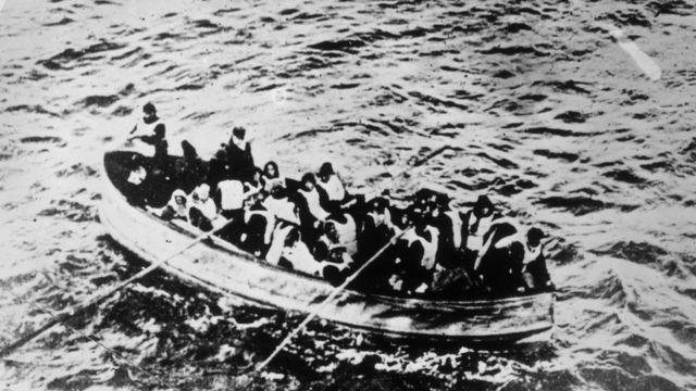 在救生艇上的泰坦尼克号幸存者