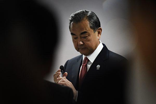 王毅称中共式民主不是可乐网民神评怒轰- 万维读者网