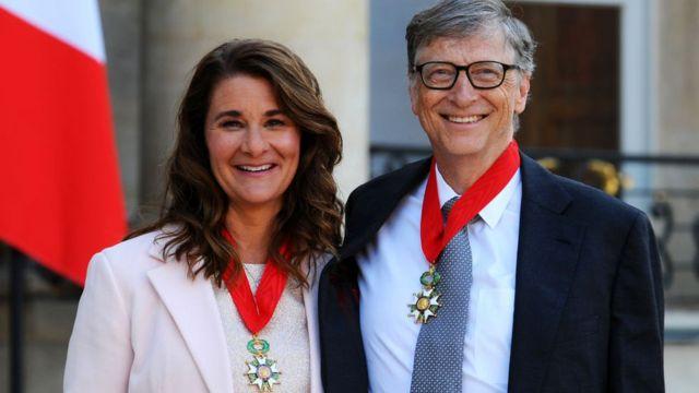 2017年,比尔和梅琳达因其慈善事业被法国总统弗朗索瓦·奥朗德授予法国政府颁授的最高荣誉的骑士团勋章