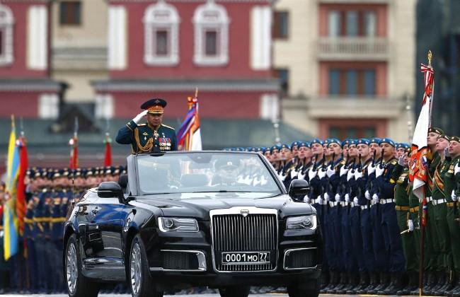 与西方日趋紧张 俄罗斯举行阅兵仪式大秀军力