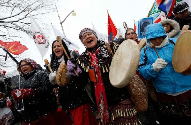 2012-12-21T203243Z_1730872124_GM1E8CM0CL301_RTRMADP_3_CANADA-POLITICS_0.jpg