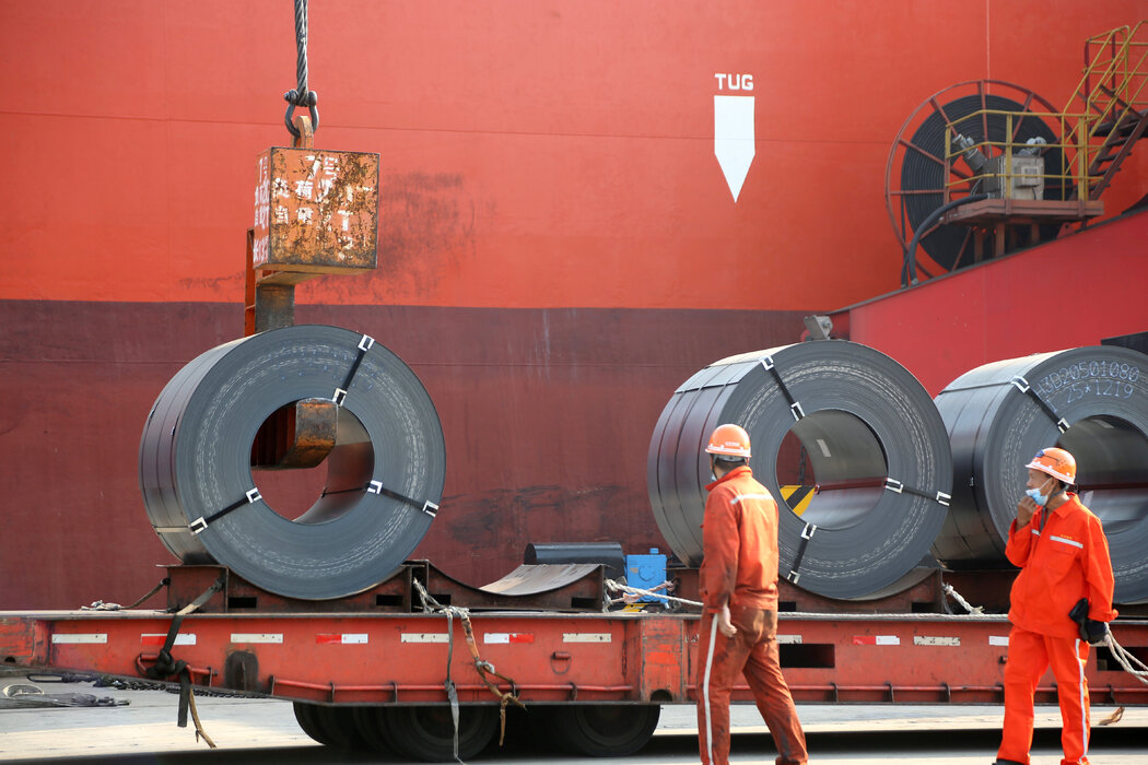 去年,江苏省连云港的一个港口。中国政府劝阻钢铁生产商不要提价。