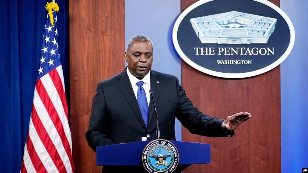 资料照片:美国国防部长奥斯汀在五角大楼的记者会上讲话。 (2021年5月6日)