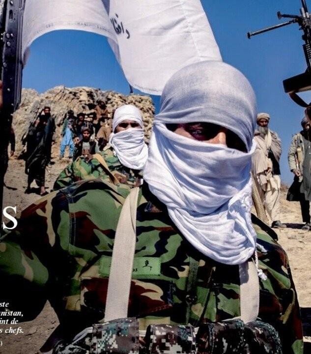 ▲▼該名塔利班成員所穿軍服的右胸名牌上,似乎還繡有韓文。(圖/翻攝自韓網)