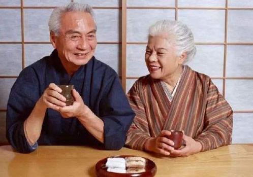 """体面与尊严:日本""""银发群体""""脱离传统定义的新型养老模式"""