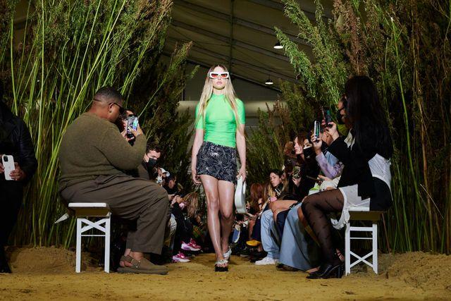 model-walks-the-runway-during-the-coperni-womenswear-spring-news-photo-1633098020.jpg