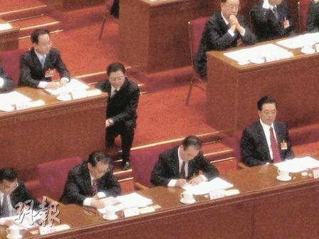 (图文)胡温在主席台紧急批示 惊动多位高官