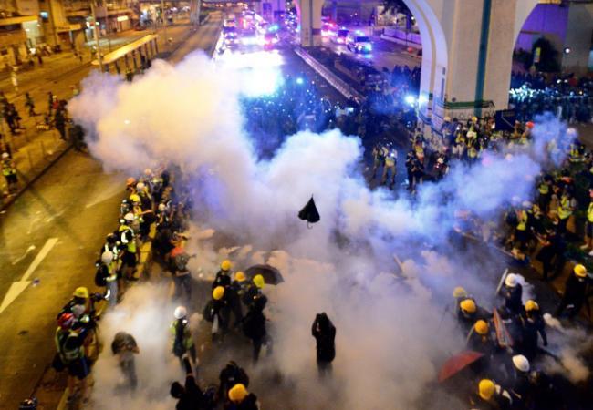 血色香港 持续的政治纷乱要坏了北京大事