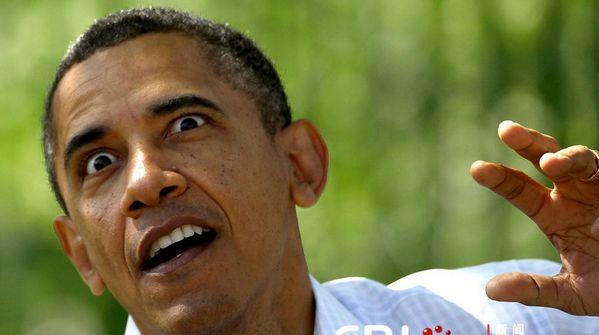 奥巴马白宫前做俯卧撑  表情太夸张