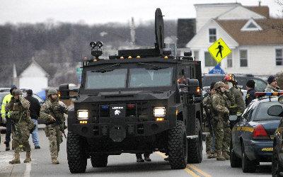 再爆枪案:纽约消防员遇伏身亡,动用装甲车
