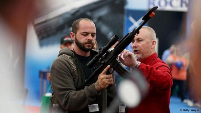 奥巴马越是控枪 美国武器业生意就越火?