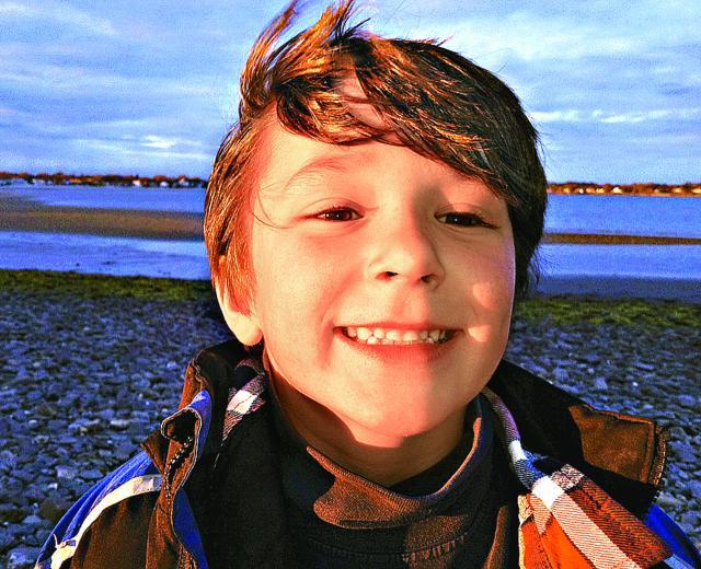 康州枪案:英勇6岁男童 死前示警救同学