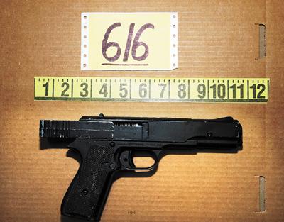 纽顿小学枪击案揭秘:嫌犯从小真枪当玩具