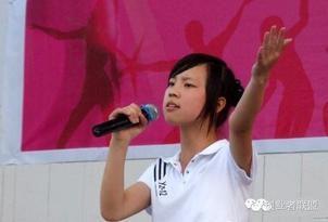 15岁中国女生震撼演讲:赚美国人的钱