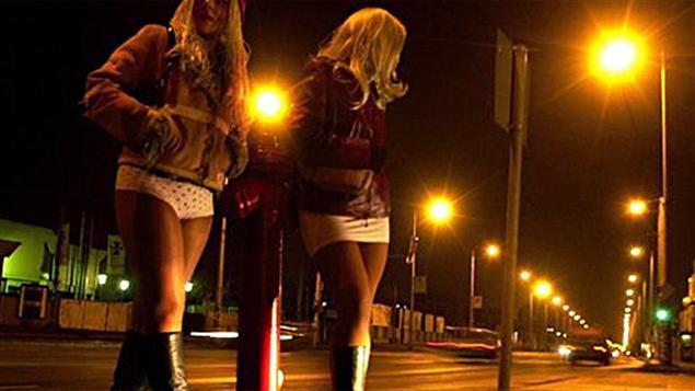 卖淫该不该合法化?一半加拿大人和政府唱反调