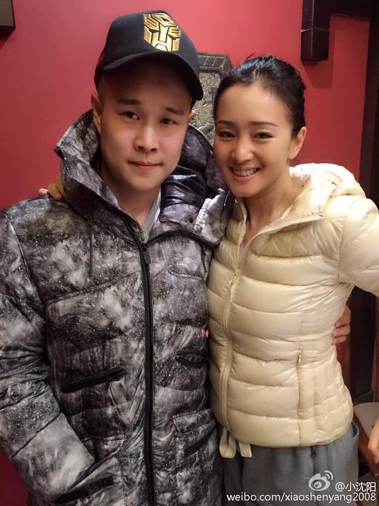 小沈阳搂巩俐合影 网友:猪八戒遇上白骨精