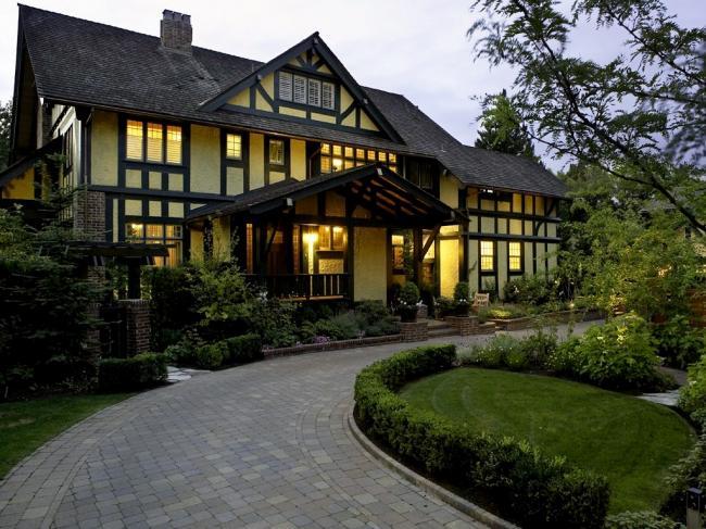 在温哥华住大房子还是小房子?