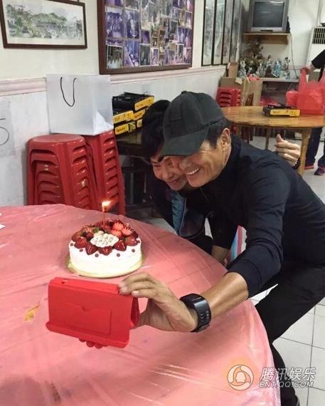 周润发低调迎60大寿 发嫂送蛋糕示爱