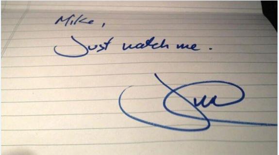 """杜鲁多手写小纸条""""瞧我的"""" 火速被拍卖"""