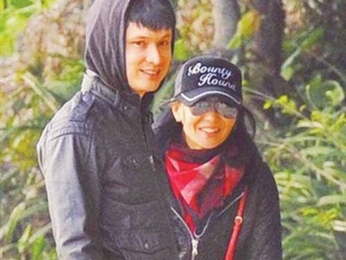 张曼玉与小15岁男友分手 面容憔悴