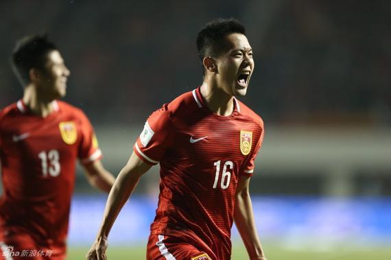 中国队终于赢了 2-0卡塔尔有望出线