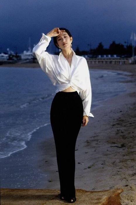 20年前,巩俐用一件衬衫惊艳了整个戛纳