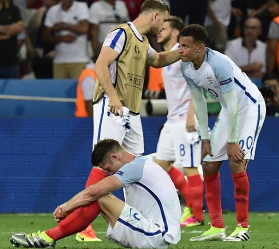 英格兰输给冰岛后 全队喝到早上6点