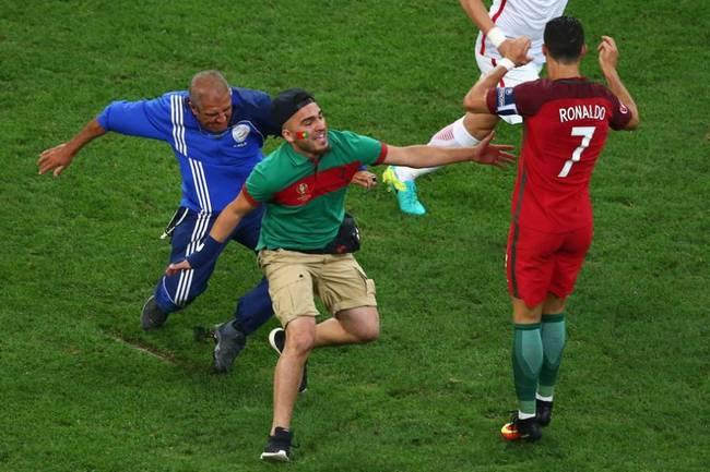 欧洲杯1/4决赛 C罗遭遇球迷袭击
