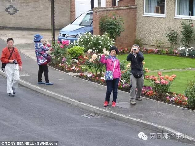 莫名来了中国游客 英国小镇居民有点懵圈