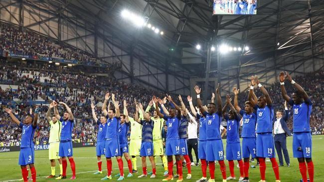 全国万众一心提心吊胆  法国绝杀劲敌