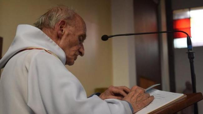 教堂首遭恐袭   神父惨遭圣战分子割喉