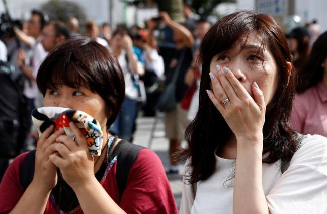 日本天皇表达退位意愿后 街头民众是这表情