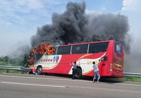 台湾大巴起火系司机自焚:因妻女要回大陆