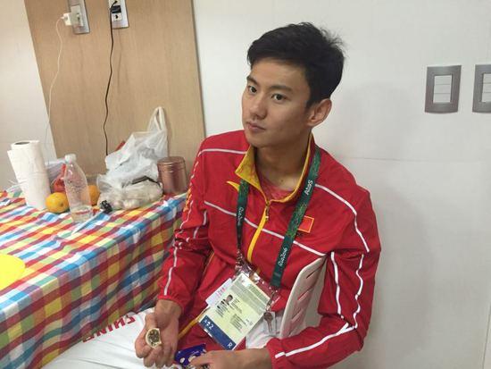 宁泽涛自曝睡在没窗帘的客厅 奥运村三餐吃披萨