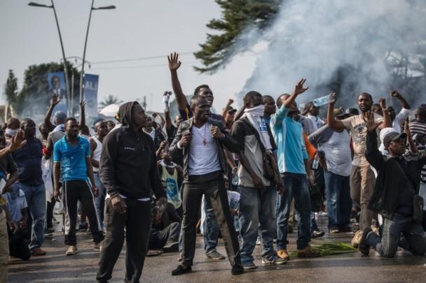 加蓬宣布现任总统胜出连任 爆示威冲突
