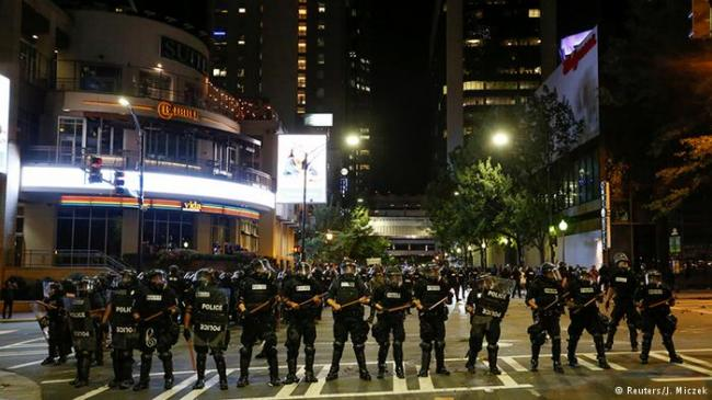 美国一市骚乱     宣布进入紧急状态