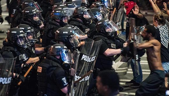 美夏洛特连续暴力抗议 州长称进入紧急状态