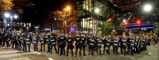 非裔骚乱3天如战场 夏洛特宣布宵禁
