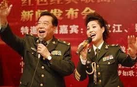 儿子入狱 77岁李双江与嫩妻离婚传言不断