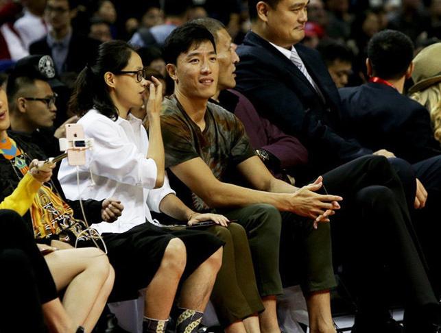 刘翔携妻观赛 老婆却被大张伟摆了乌龙