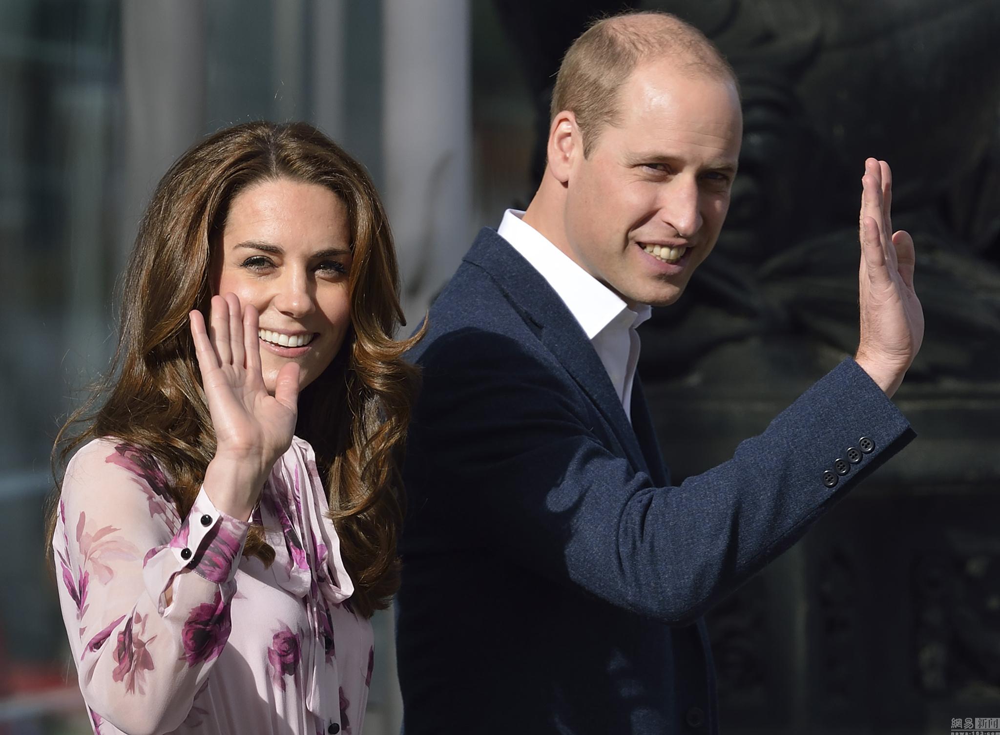 威廉王子夫妇出席活动 王妃连衣裙亮相