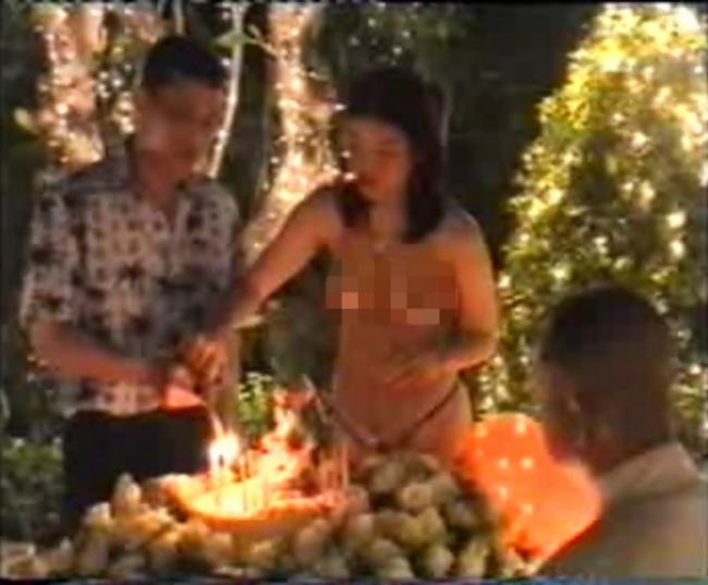泰国王储丑闻多 储妃放荡几近全裸照曝光