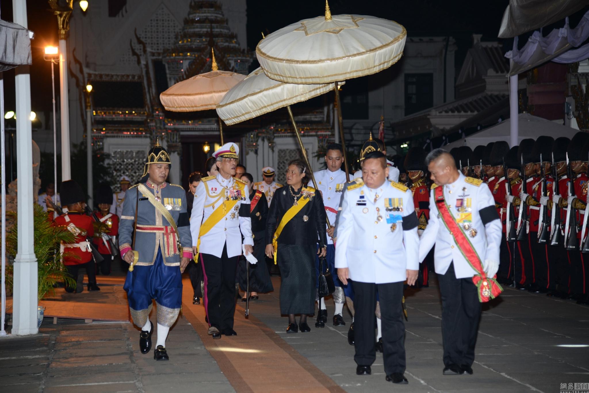 王妃王储公主纷纷现身吊唁 泰国失去色彩