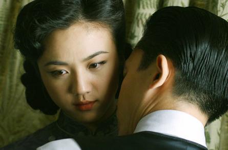 同演一电影 为何汤唯被封杀梁朝伟安然无恙?